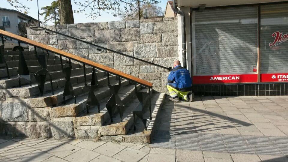 blackebergsplan blästrat rostskyddsmålning räcke handledare 03